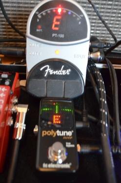Im Vergleich: Alter Fender gegen Polytune Mini.